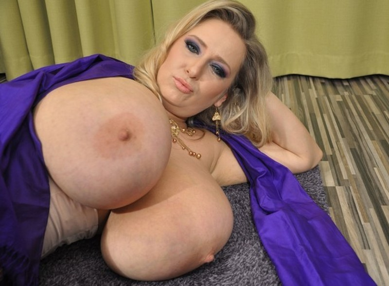 Abbi Secraa – Purple scarf Giant Breasts wrapped and squeezed FullHD 1080p