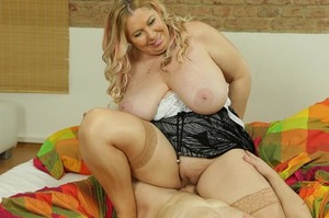 cdktc25tkdxn - Bartina - Big breasted housewife