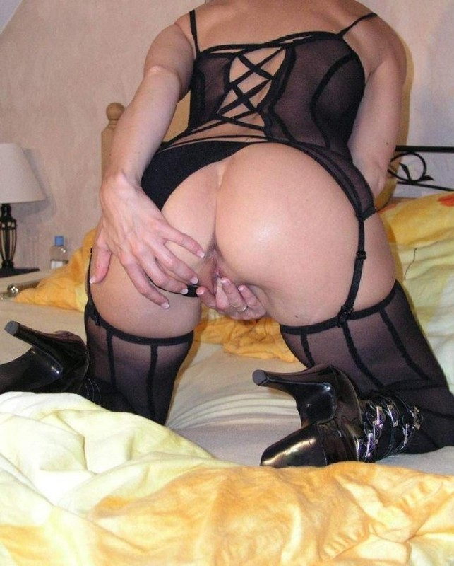 Amateur Milf Loves her Dildo