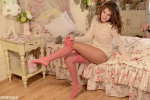 Jessica - Girls Bedroom  s6r6luhnar.jpg