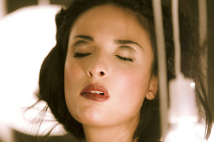 Anissa-Kate-Incandescence--b6s7bgxrch.jpg