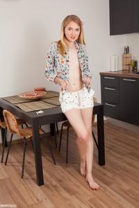 Nimfa-Charming-Girl--n6s72la45u.jpg