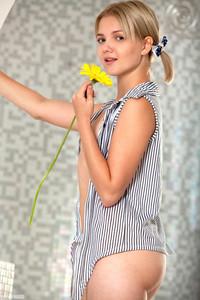 Sandra - Wonder Girl -y6r9fnk6hk.jpg