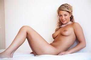 Christina - Revelare -e6r9hilyhe.jpg