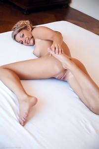 Christina - Revelare -26r9h0x7hk.jpg