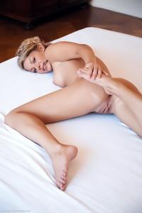 Christina - Revelare -i6r9h0vxth.jpg