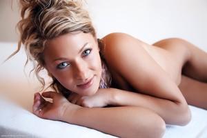 Christina - Revelare -36r9h10jhy.jpg