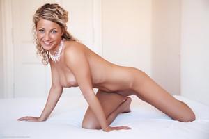 Christina - Revelare -m6r9hi0vgb.jpg