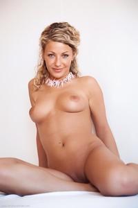 Christina - Revelare -f6r9hij3x4.jpg
