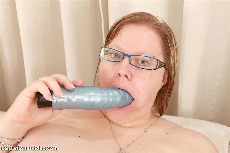 Horny housewife gets her asshole rammed