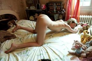 Paula-In-my-bed--06ufhv1f4l.jpg