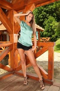 Lizzie Ryan - Pergola 46uvhxigtj.jpg